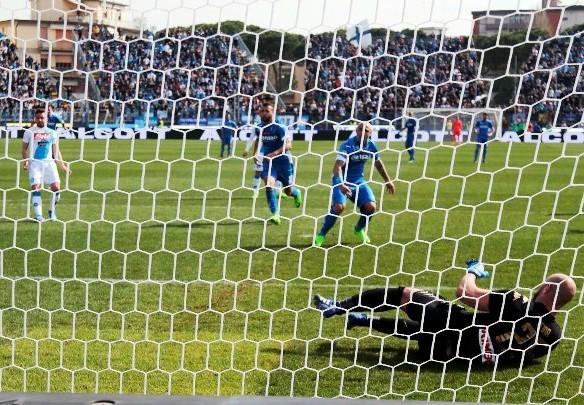 Il rigore del 100esimo gol di Massimo Maccarone con la maglia azzurra (foto Empolichannel.it)